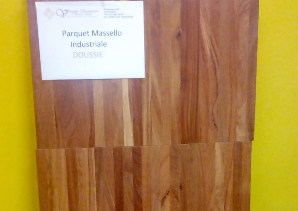 materiale-legno-massello-industriale-doussie-per-parquet-modena
